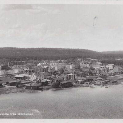 Utsikt över Lycksele från Skidbacken Förlag: Svenska Pressbyrån 608 Poststämplat 1942-10-13 Ägare: Åke Runnman 9x14
