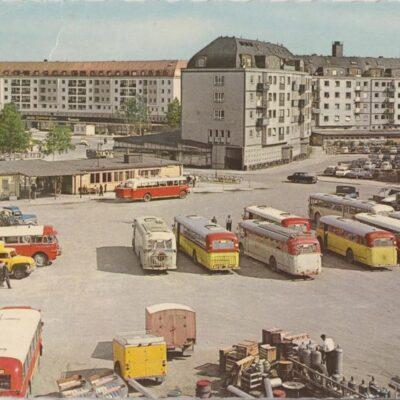 Umeå. Spektrumhuset och busstationen Copyright: Sven Hörnell, Riksgränsen, Sweden Poststämplat 196?-08-15 Ägare: Åke Runnman 10x15