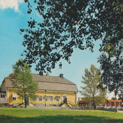 Umeå. Restaurang. Sävargården Gammlia Förlag: Fjellströms Pappershandel Eftr., Umeå Poststämplat 1988-07-13 Ägare: Ivar Söderlind 10x15