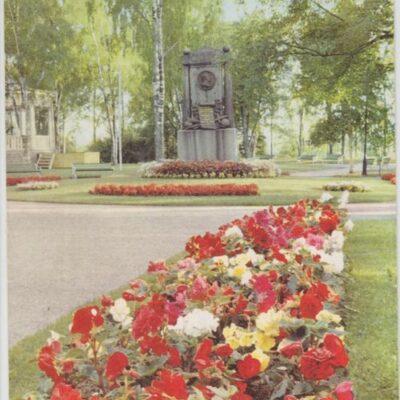 Umeå. Döbelnsmonumentet Copyright: Sven Hörnell, Riksgränsen, Sweden Poststämplat 1960-08-19 Ägare: Ivar Söderlind 10x15