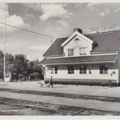 LYCKSELE. Järnvägsstationen Pressbyrån 60454 Poststämplat 1954-07-20 Ägare: Åke Runnman 9x14