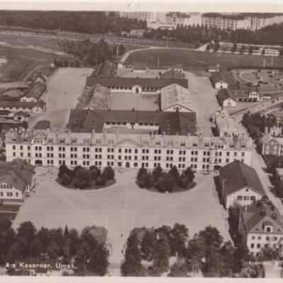 Flygfoto över K4:s Kaserner. Umeå Ensamrätt: A/B Flygtrafik, Stockholm Foto: Lilljeqvist Poststämplat 1939-07-17 Ägare: Åke Runnman 9x14