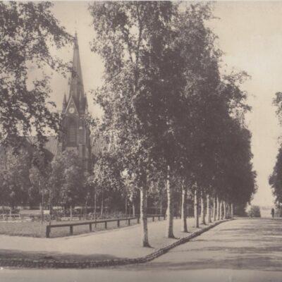 Umeå. Kyrkan Foto: J. E. Nahlin Poststämplat 31/8 1936 Ägare: Ivar Söderlind 9x14
