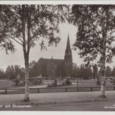 Umeå. Kyrkan och Skolparken Förlag: H. Glas Pappershandels Eftr. Umeå Ocirkulerat Ägare: Ivar Söderlind 9x14