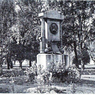 Döbelns Monument, Umeå Förlag: Johan Åkerbloms Bokh., Umeå Ocirkulerat Ägare: Åke Runnman 9x14