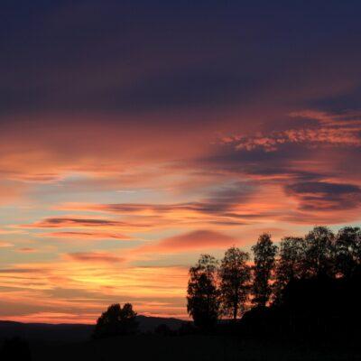 2014-09-05 En solnedgång i Örträsk kan vara mycket vacker. Foto: Elsebeth Wälivaara