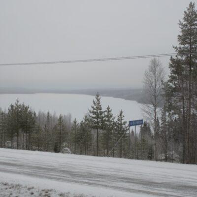 2014-11-23 Så har isen lagt på sjön men inte kan det vara många centimetrar. Bäst att ta det försiktigt. Foto: Åke Runnman
