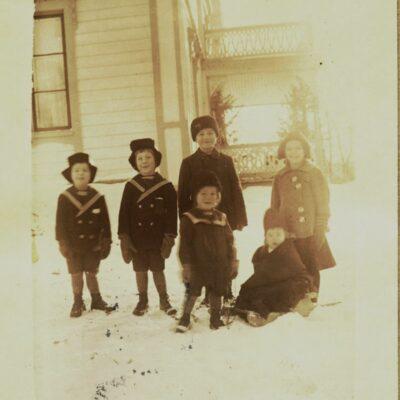 Januari 2011. På bilden syns i bakre raden Teodor född 1912, Samuel född 1910, Erik född 1906 och Märta född 1908 och framför finns Andreas född 1914 och Uno född 1915, alla med efternamnet Öhrman.