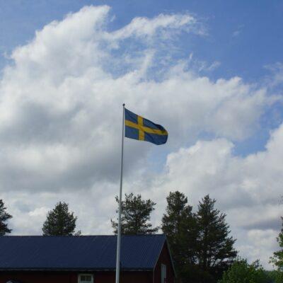 2020-06-06 En annorlunda nationaldag men flaggan vajade stolt över Örträsk. Foto: Åke Runnman