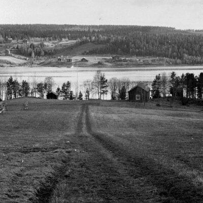 Februari 2013. Detta fotografi är taget av Katarina Ågren, Umeå.  Detta måste väl vara en av de tidigaste bilderna på hembygdsområdet, fotografiet är taget 1963.