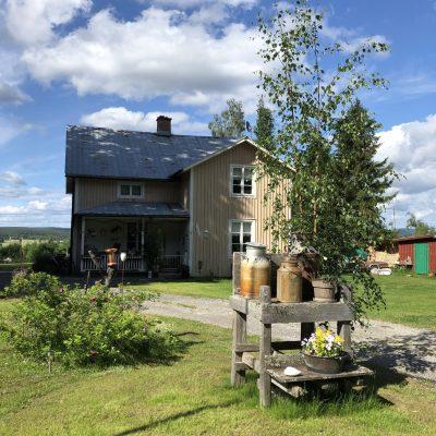2021-06-25 Önskar alla en trevlig midsommar Foto: Åke Runnman