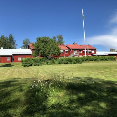 2021-07-19 Öregården har nu fått ett nytt utseende och jag vill rikta ett stort tack till Lindkvist & Lindqvist Måleri som gjort ett vackert jobb Foto: Åke Runnman