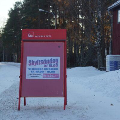 2016-11-27 Traditionellt stod fd Svenssons och Örträsk Livs för ytterligare  en uppskattad julskyltning på första advent. Foto: Åke Runnman